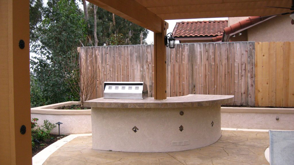 Stucco style modern outdoor kitchen island construction