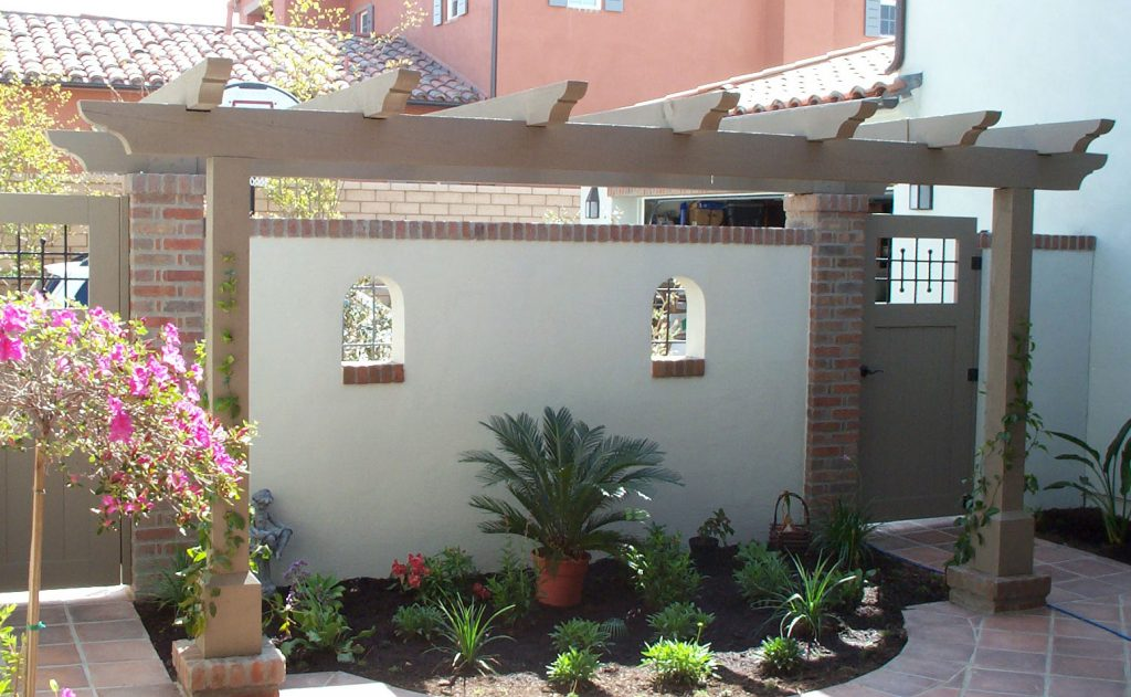 Courtyard wall and pergola design and construction