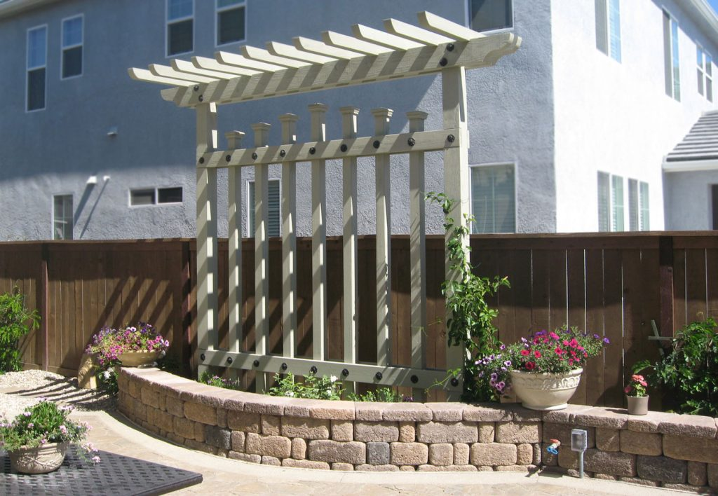 Construct arbor for privacy screen