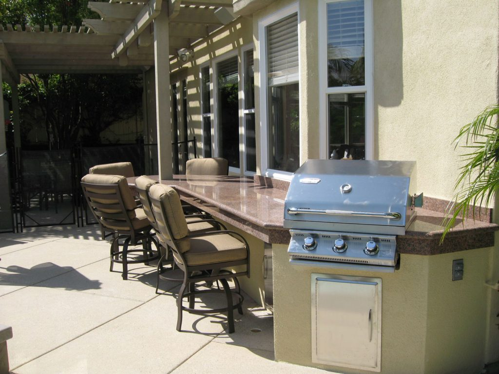 Built-in BBQ and counter