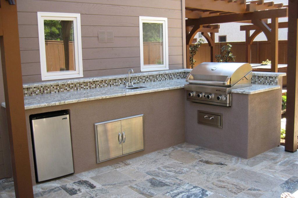 Tiled outdoor kitchen construction