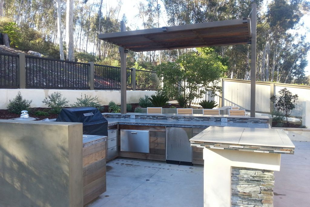 Large contemporary outdoor kitchen and custom entertaining space