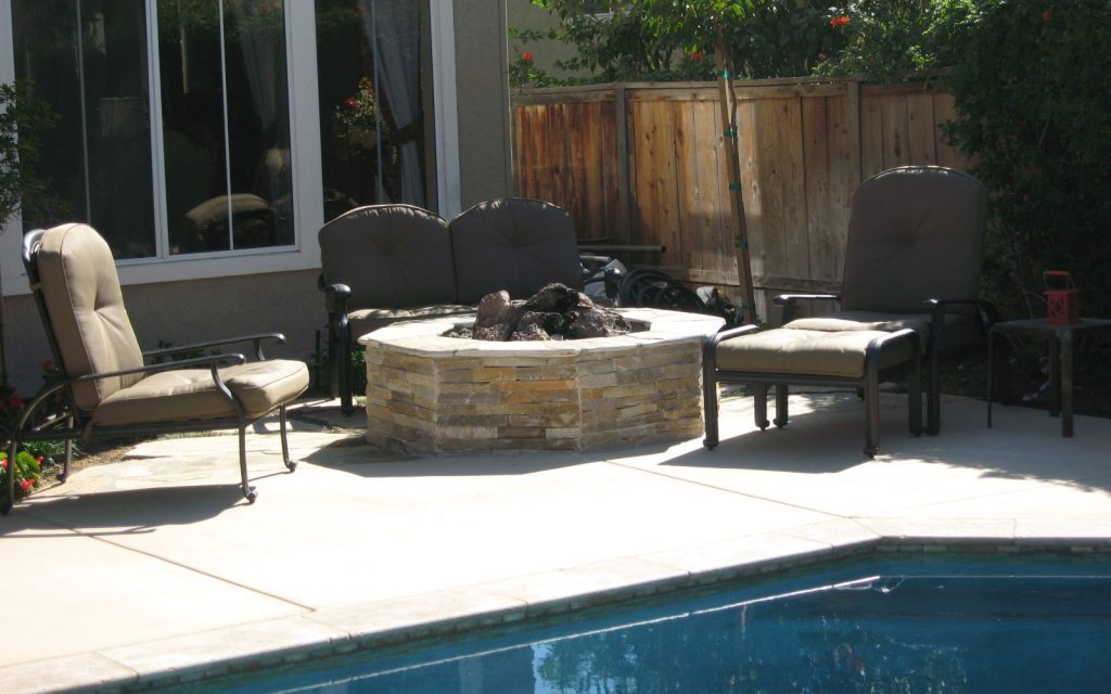 Outdoor patio fire pit construction