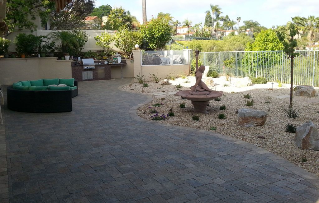 Paver patio and outdoor kitchen contractor
