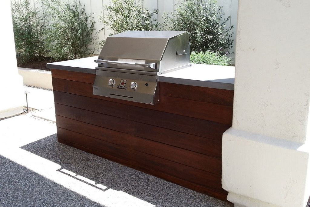Modern outdoor kitchen contractor