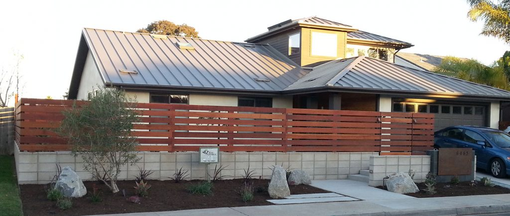 Modern horizontal fence and retaining wall contractor