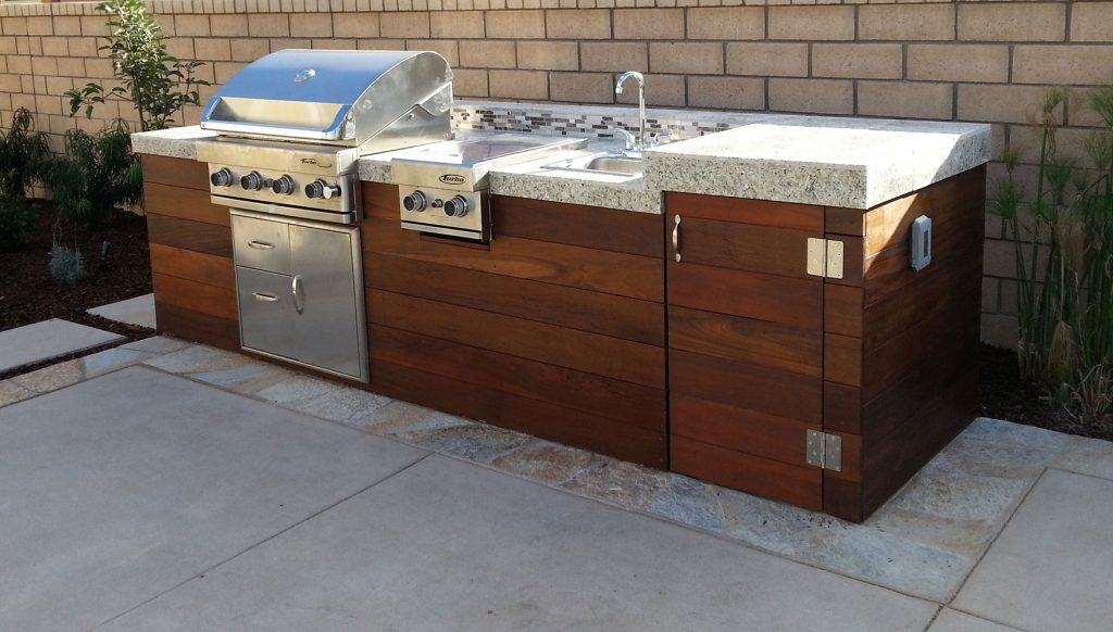 Outdoor kitchen island design and construction